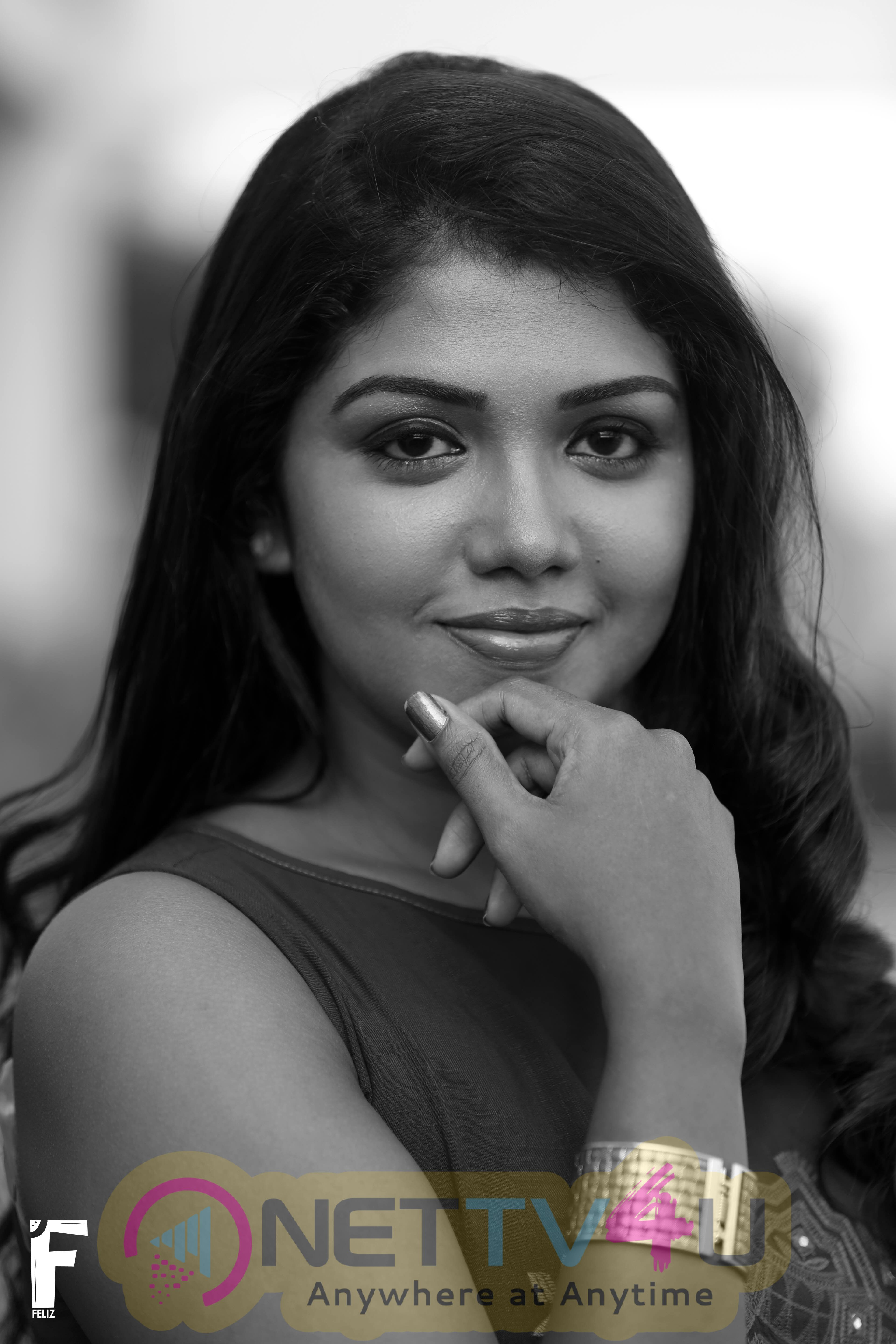 Actress Riythvika New Attractive Images