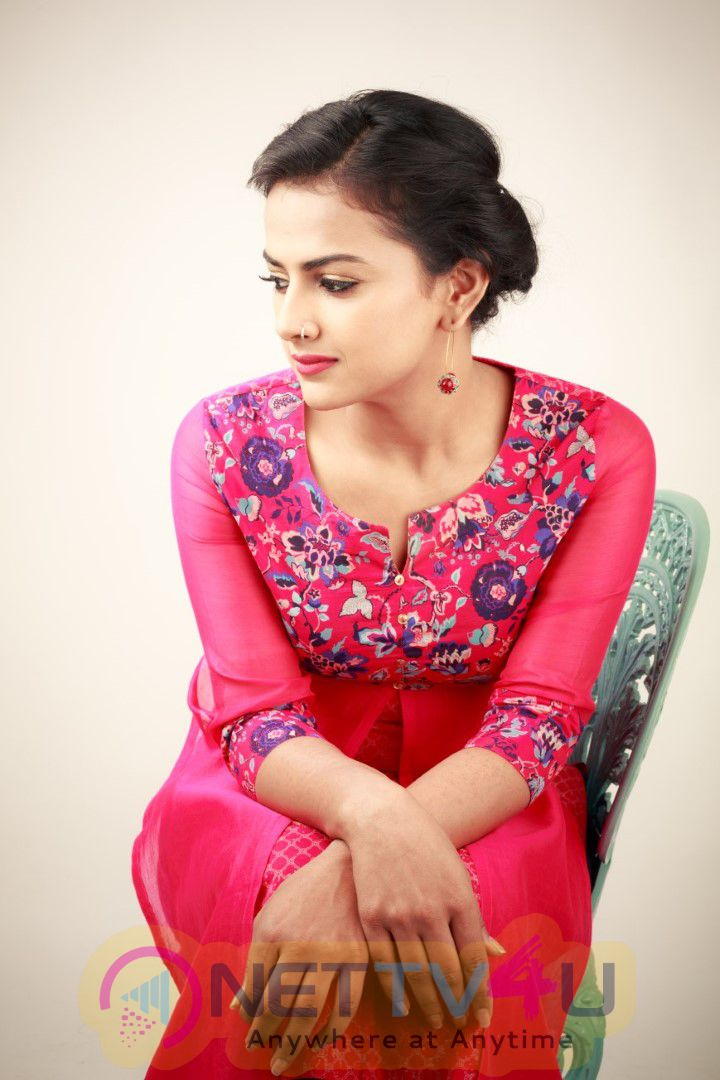 Actress Shraddha Srinath  Exclusive Photos Is Paired Opposite Actor Nivin Pauly To Tamil Cinema