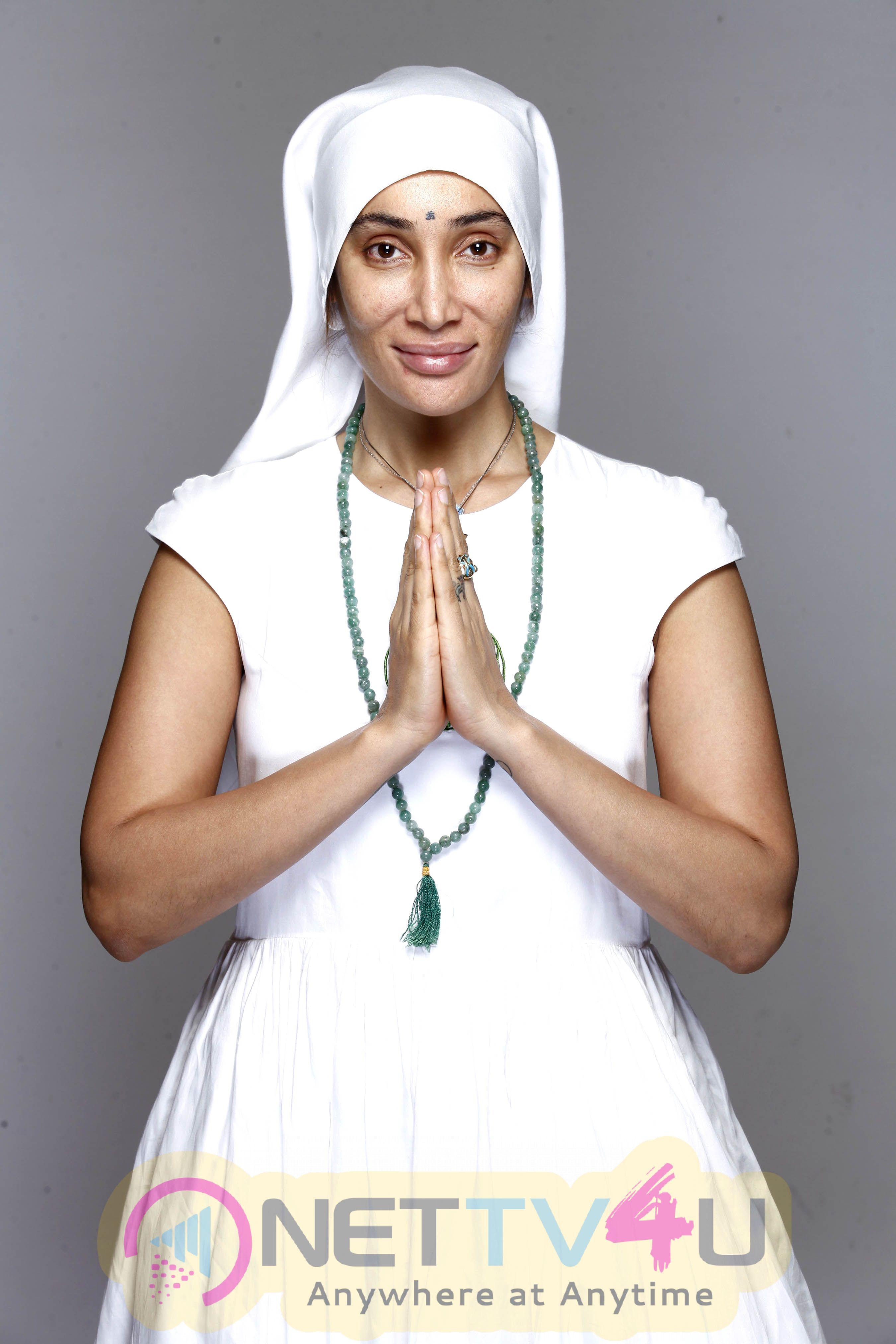 Actress Sofia Hayat Gaia Mother Sofia Did Yoga Photo Shoot Images Hindi Gallery
