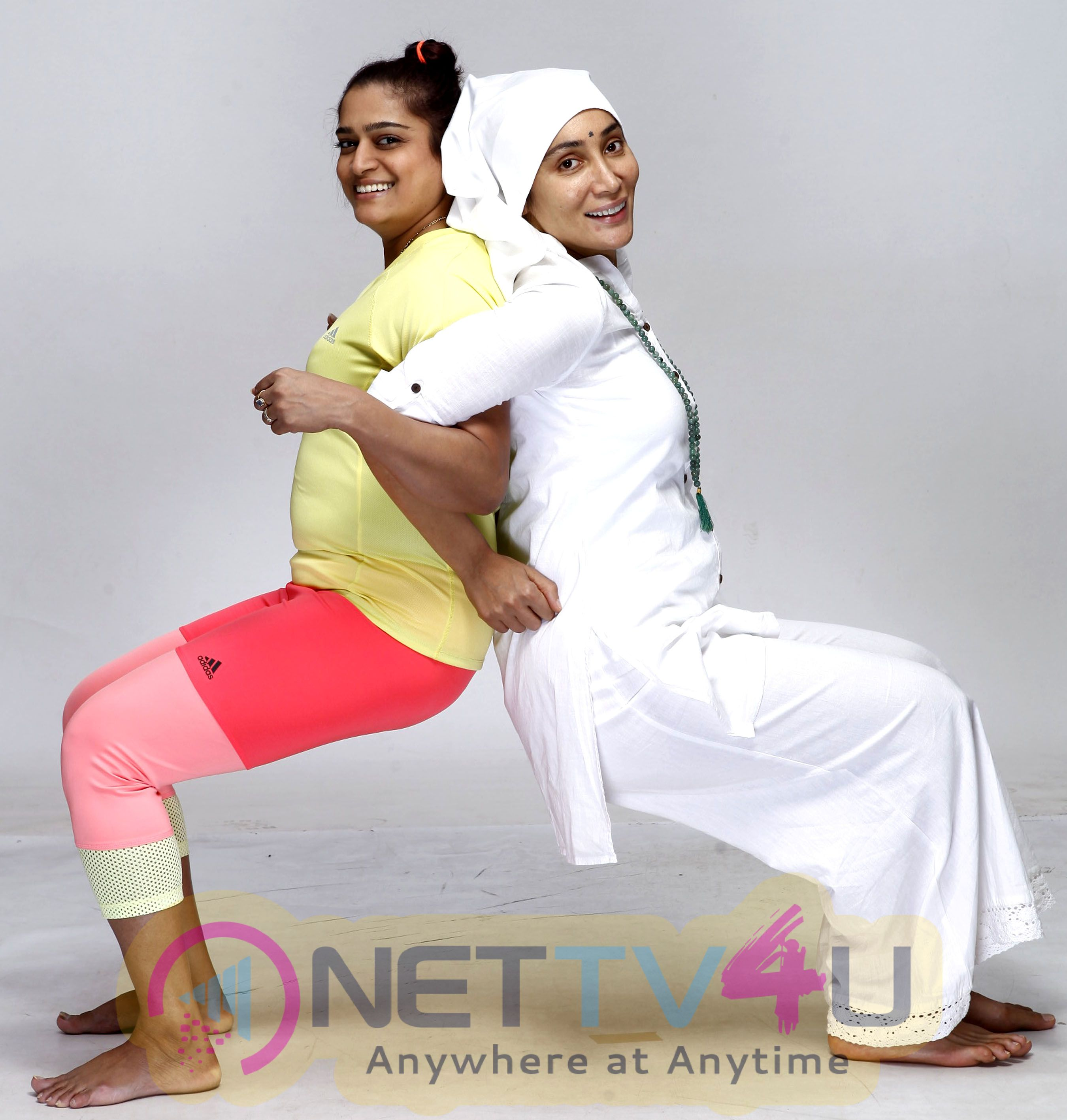Actress Sofia Hayat Gaia Mother Sofia Did Yoga Photo Shoot Images Hindi Gallery