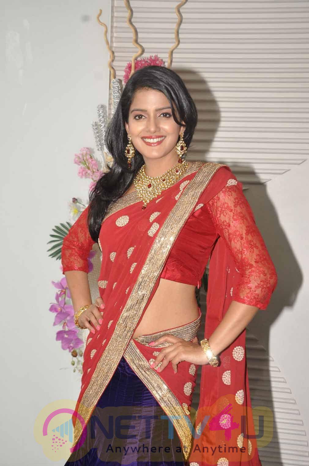 Actress Vishakha Singh Latest Romantic Stills
