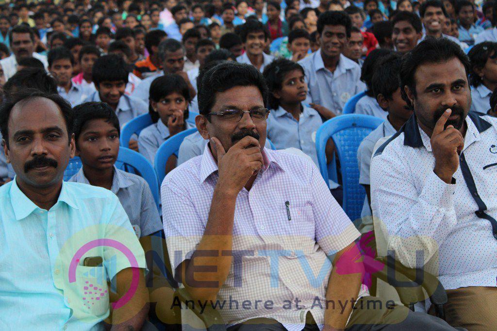 Advanced Diwali Celebration For God Blessed Children Stills