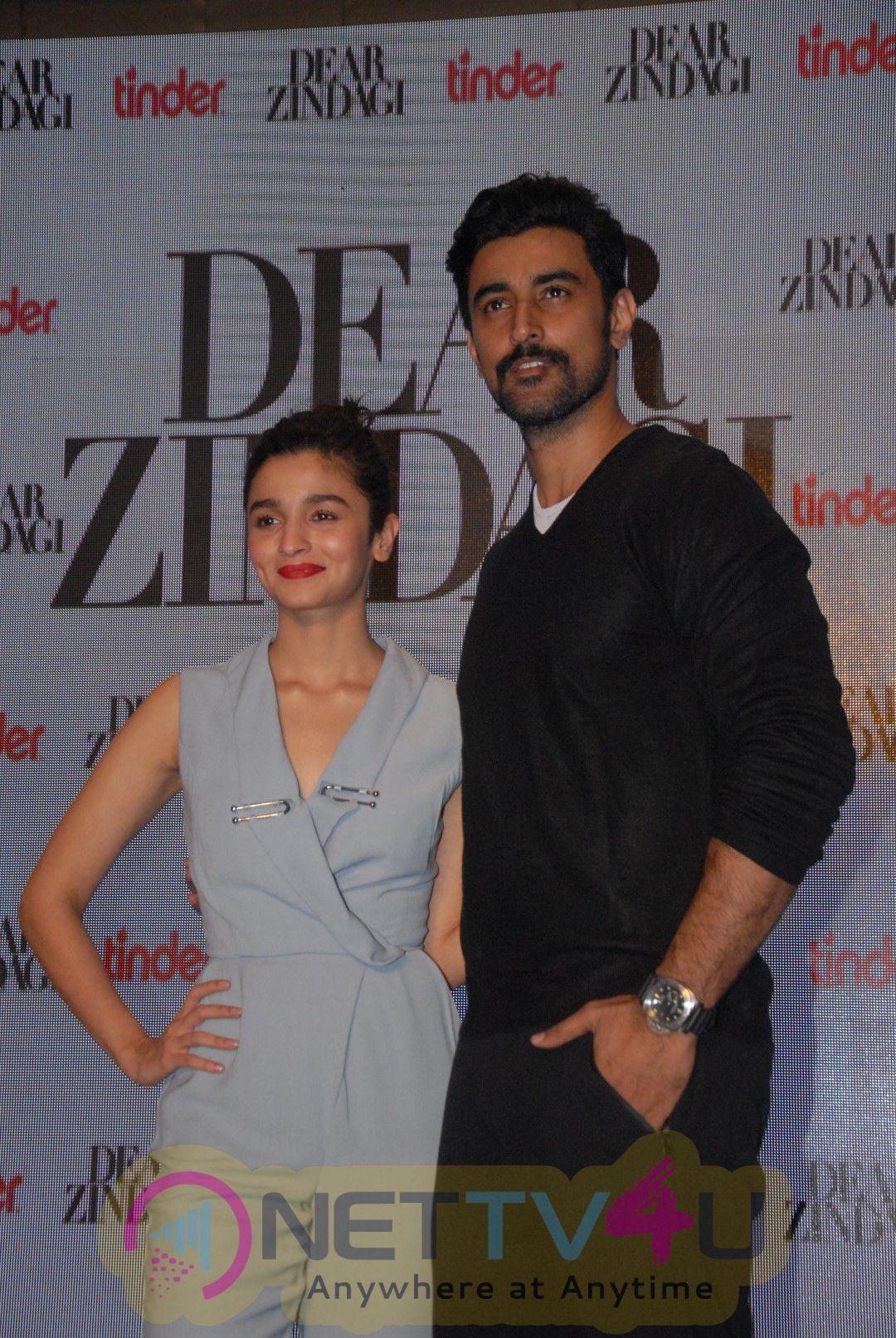 Alia Bhatt & Kunal Kapoor Promotion Interview For Dear Zindagi Photos
