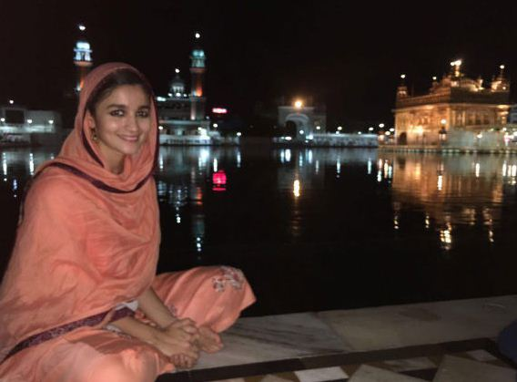 Alia Visits Golden Temple!