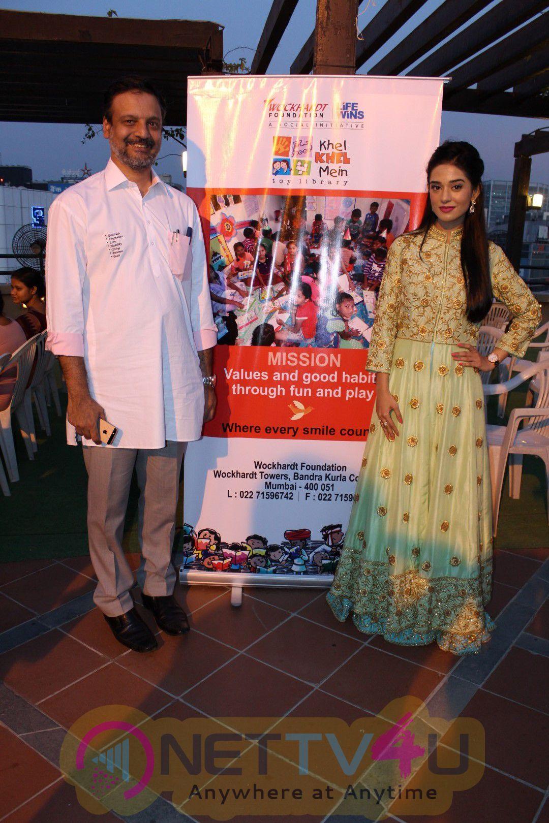 Amrita Rao Encourages Over 200 Underprivileged Children Pics Hindi Gallery