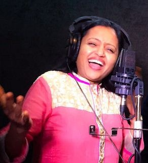 Anchor Suma Turns A Singer!