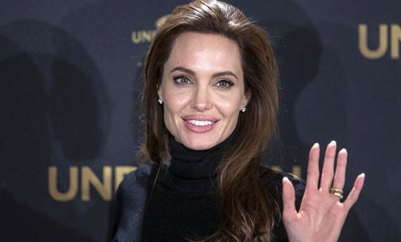 Angelina Jolie Has Blocked The Incoming Text Messages!