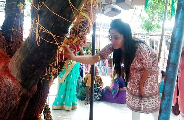 Anita Hassanandani Prays For Children!
