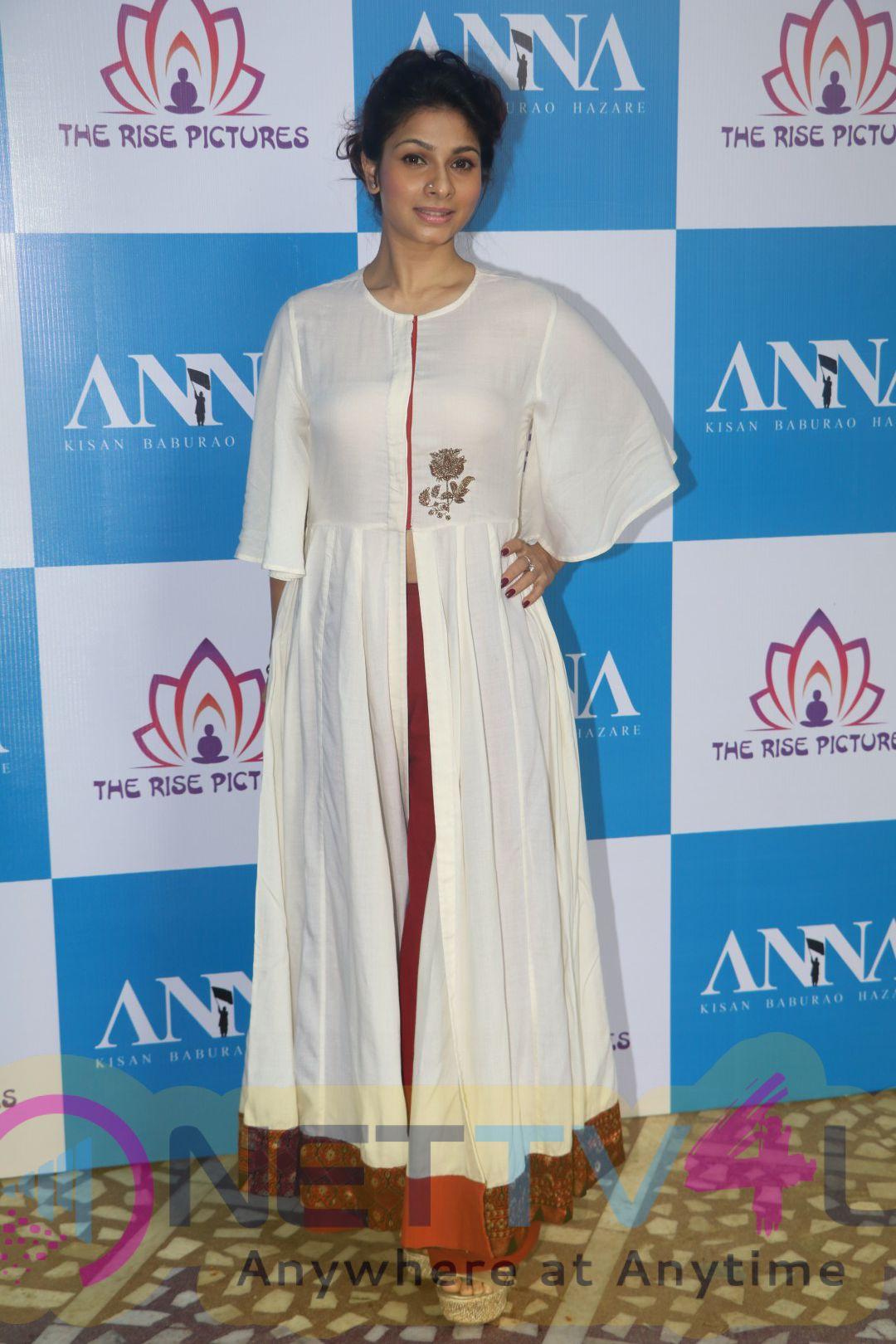 Anna Hazare & Tanishaa Mukerji At Poster Launch Of Film ANNA Amazing Stills
