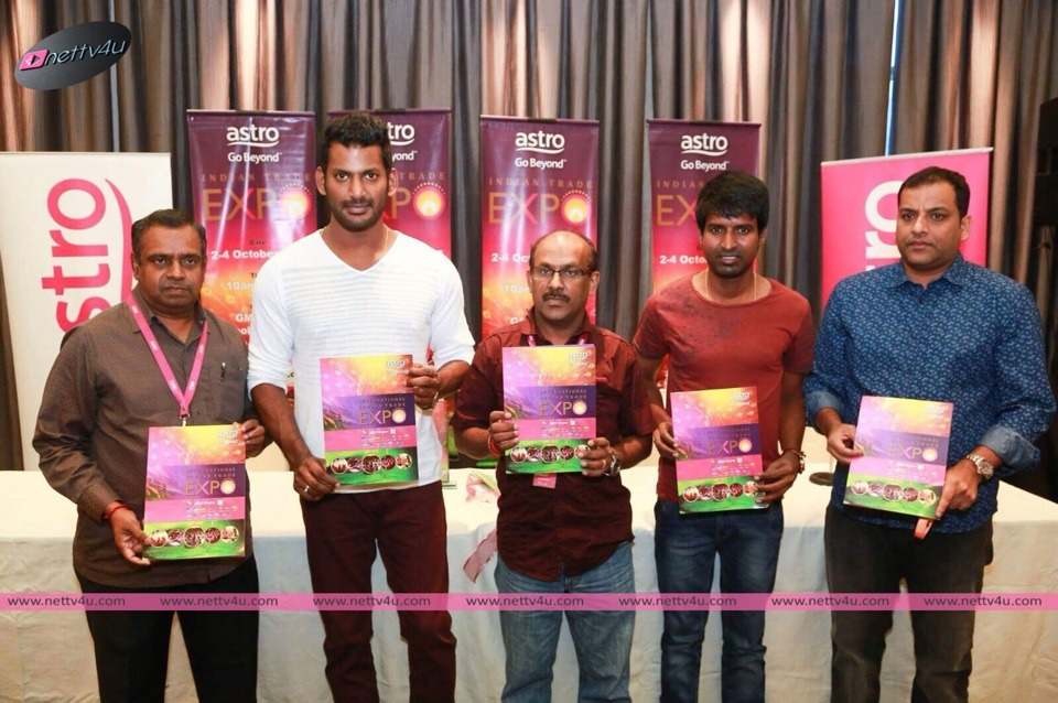 Actor Vishal And Actor Soori Greeted By All Fans Of Singapore In Malayasia For Paayum Puli