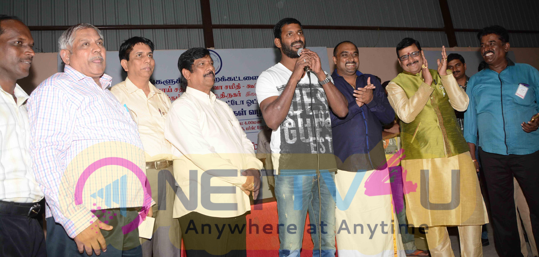 actor vishal celebrating new year with 2000 auto rickshaw drivers images 6