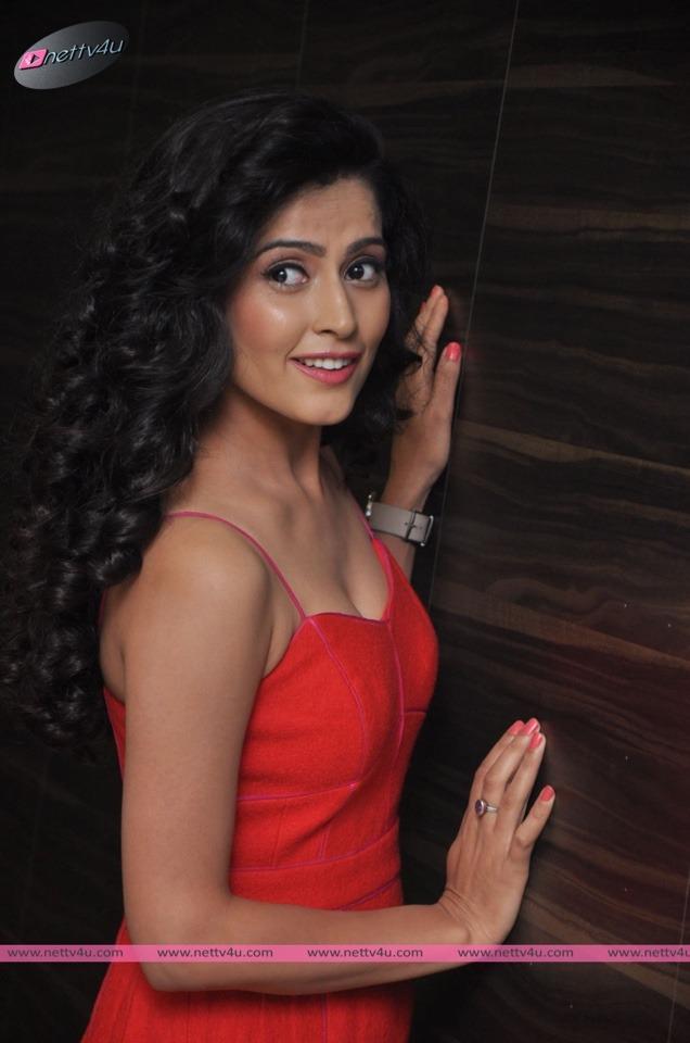 Actress Disha Pandey's Elegant Photos First Look