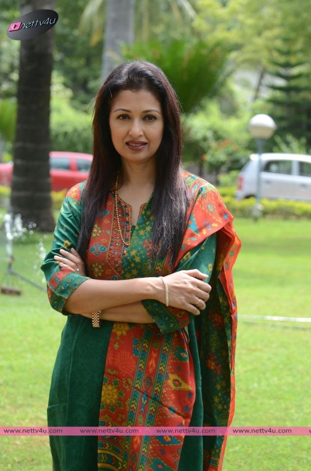 actress gautami 01