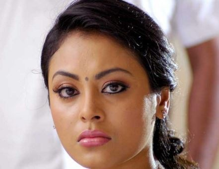Actress Meenakshi Creates Controversy By Slapping The Director!