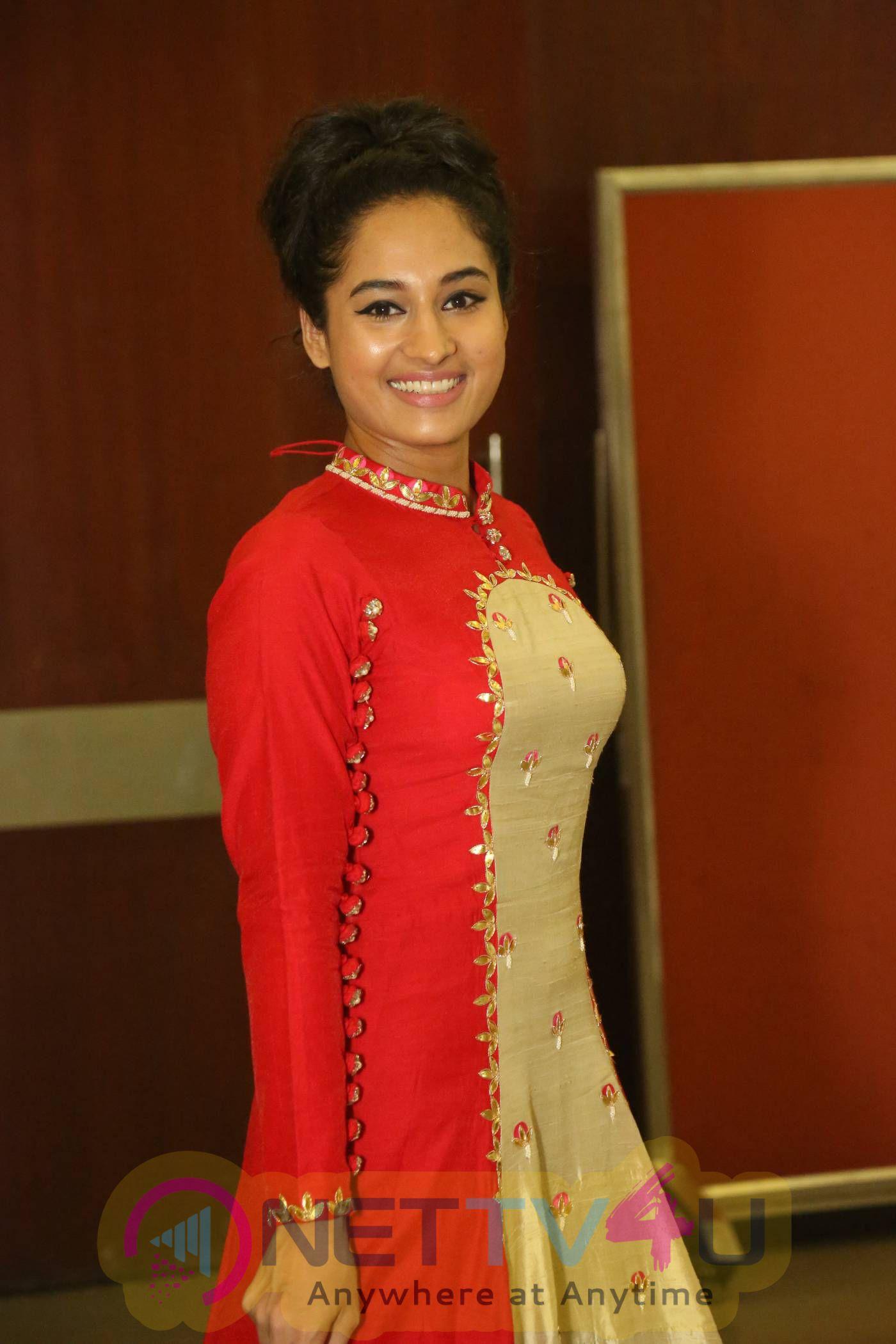 Actress Pooja New Photos And Latest Stills