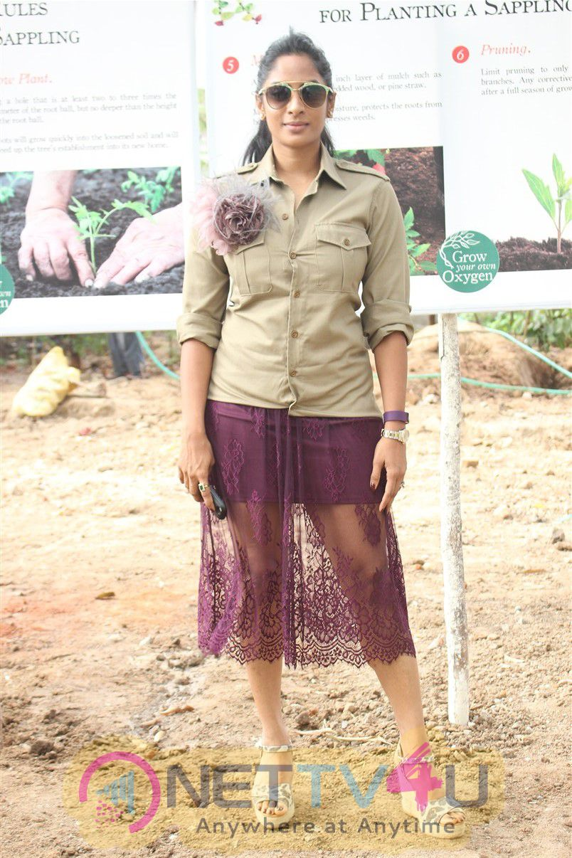Actress Sriya Reddy The Green Plant Revolution Photos  Tamil Gallery