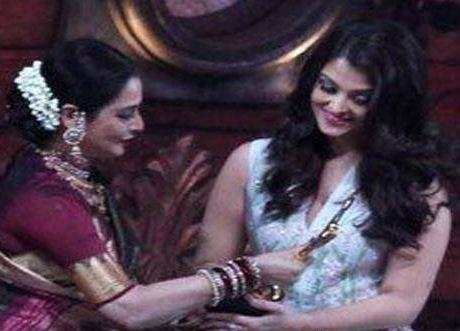 Aishwarya Rai Calls Rekha As Maa!