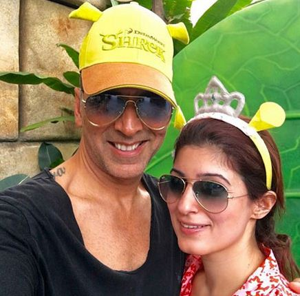 Akshay And Twinkle Attract Everyone With Their Cute Selfie!
