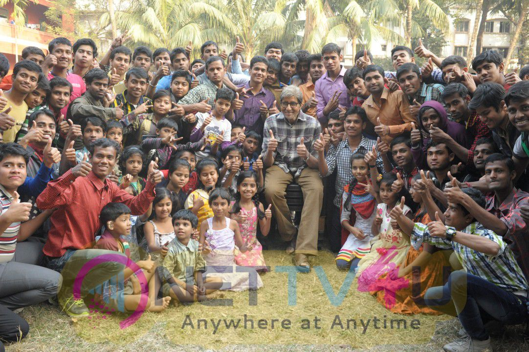 Amitabh Bachchan Shoots With Deaf And Mute Children For TE3N Event Stills