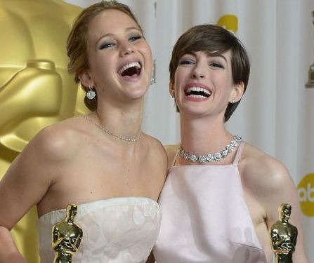 Anne Hathaway Comes To The Rescue Of Jennifer L..