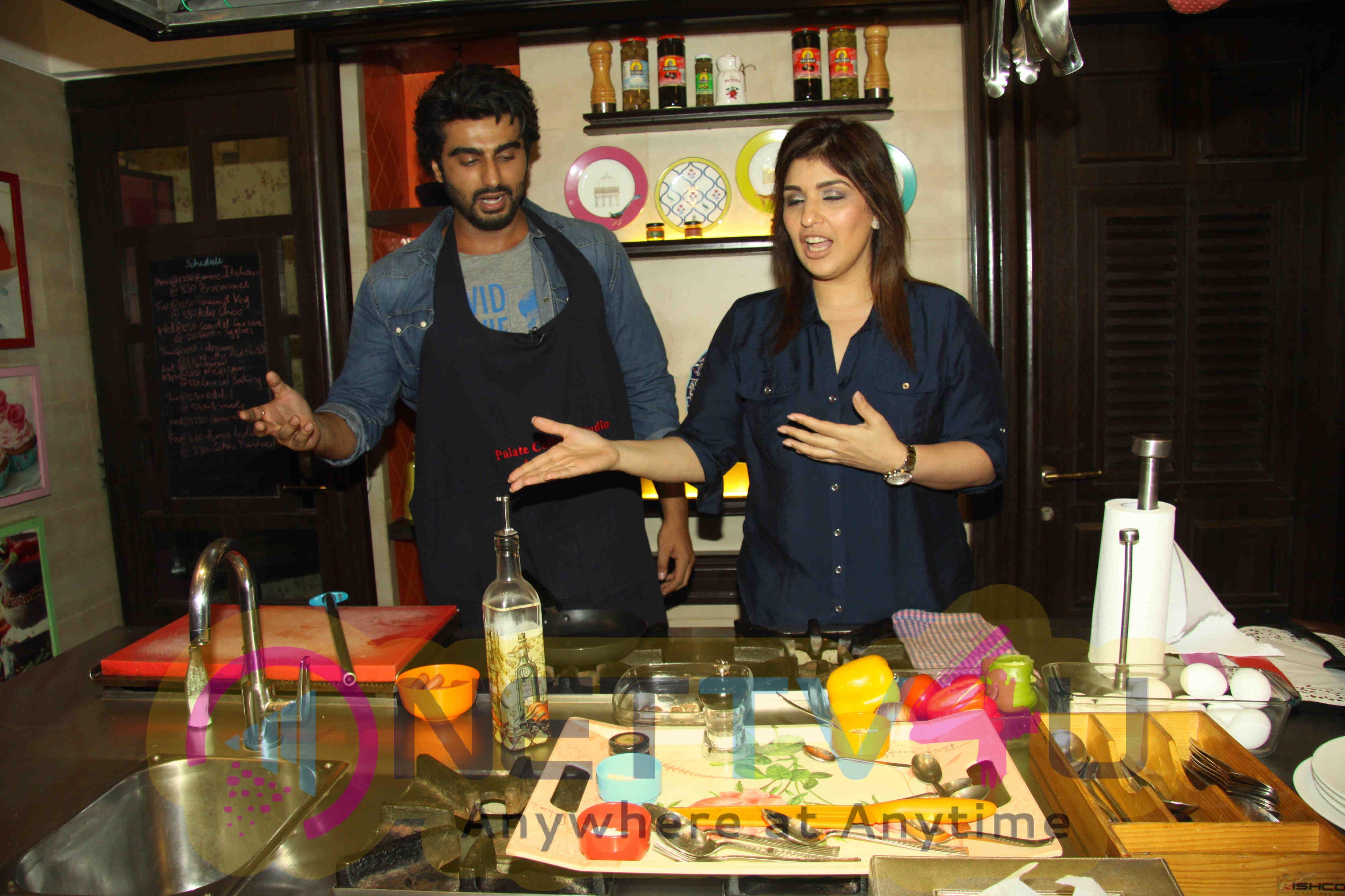 Arjun Kapoor Cooking Session For Ki & Ka Promotions Stills Hindi Gallery