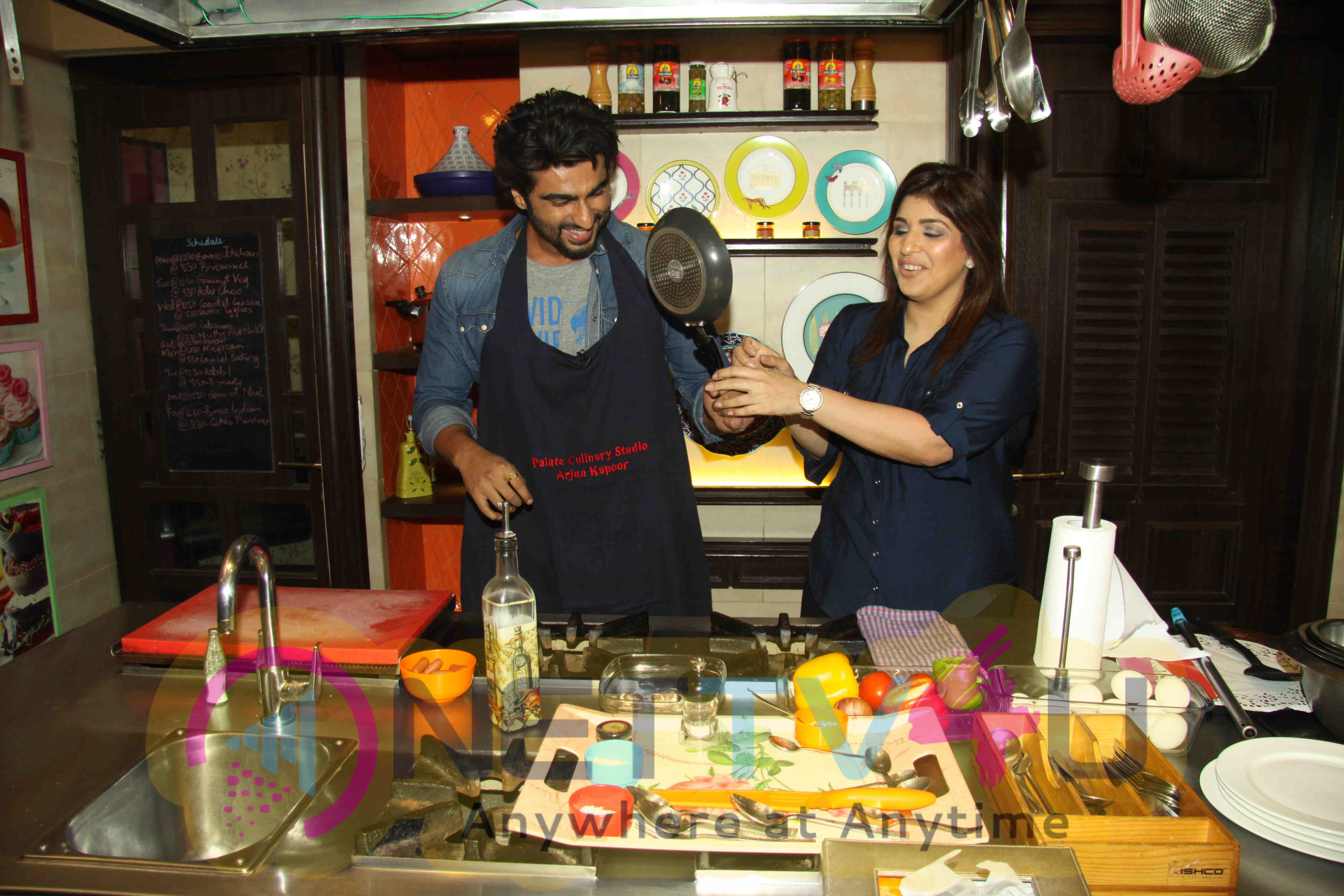 Arjun Kapoor Cooking Session For Ki & Ka Promotions Stills Hindi Gallery