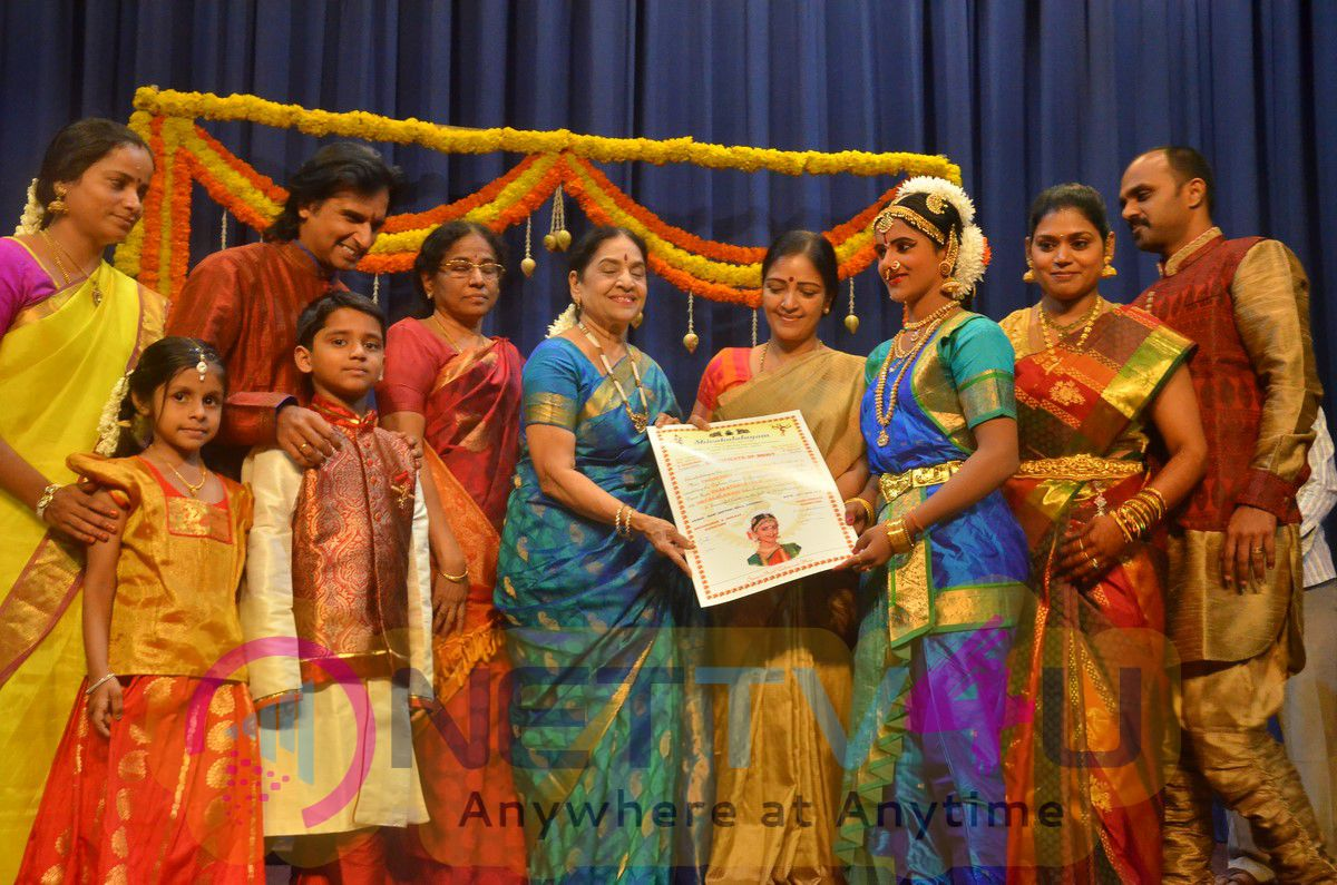 Bharathanatya Award Of Thrinethra Gowri Shankar Beautiful Images