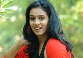 Comedian Uttej Introduces His Daughter To Tollywood!