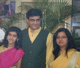 Cricketer Sourav Ganguly's Wife Escaped From A Serious Accident!