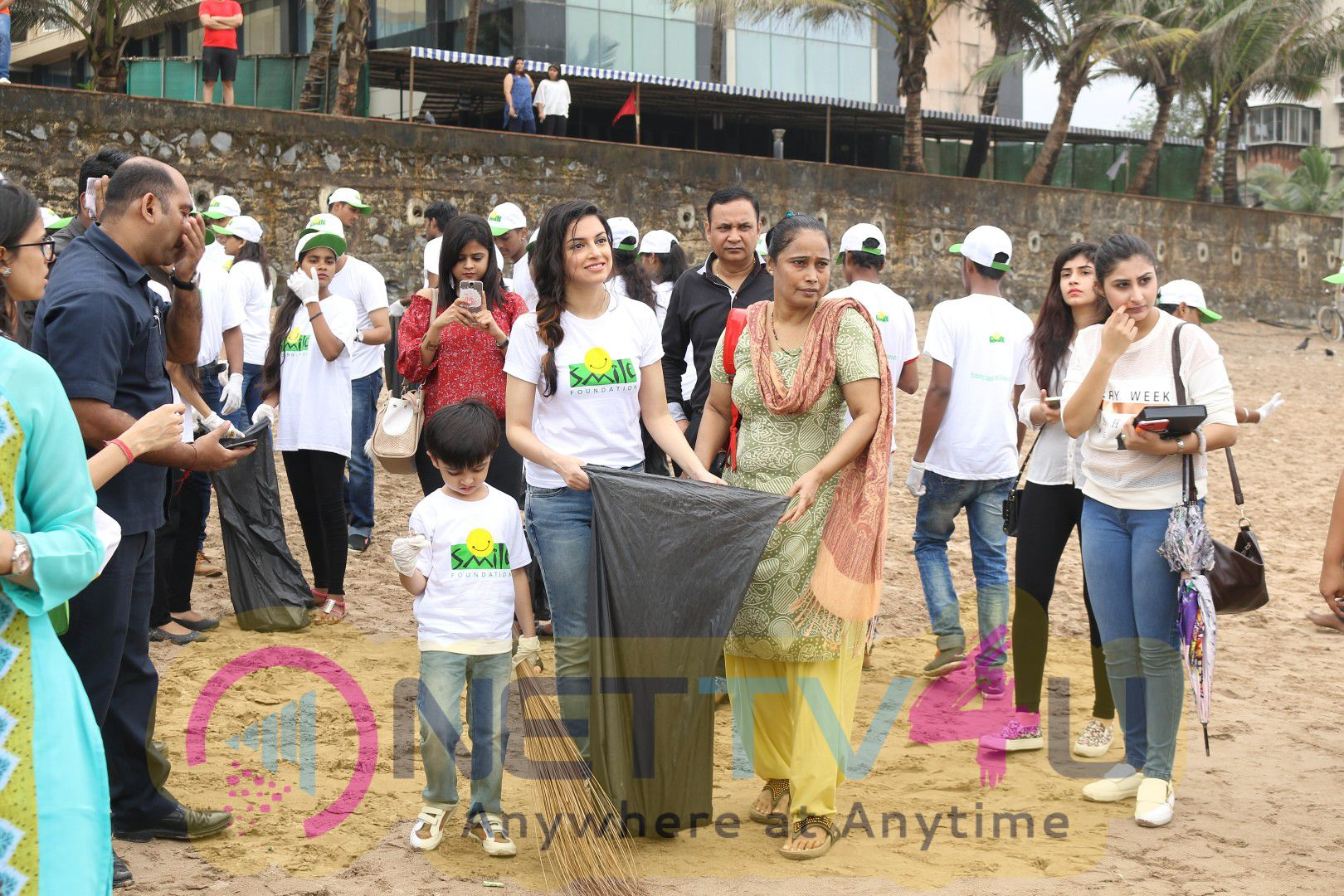Divya Khosla Kumar & Smile Foundation Join Swachh Bharat Campaign Photos