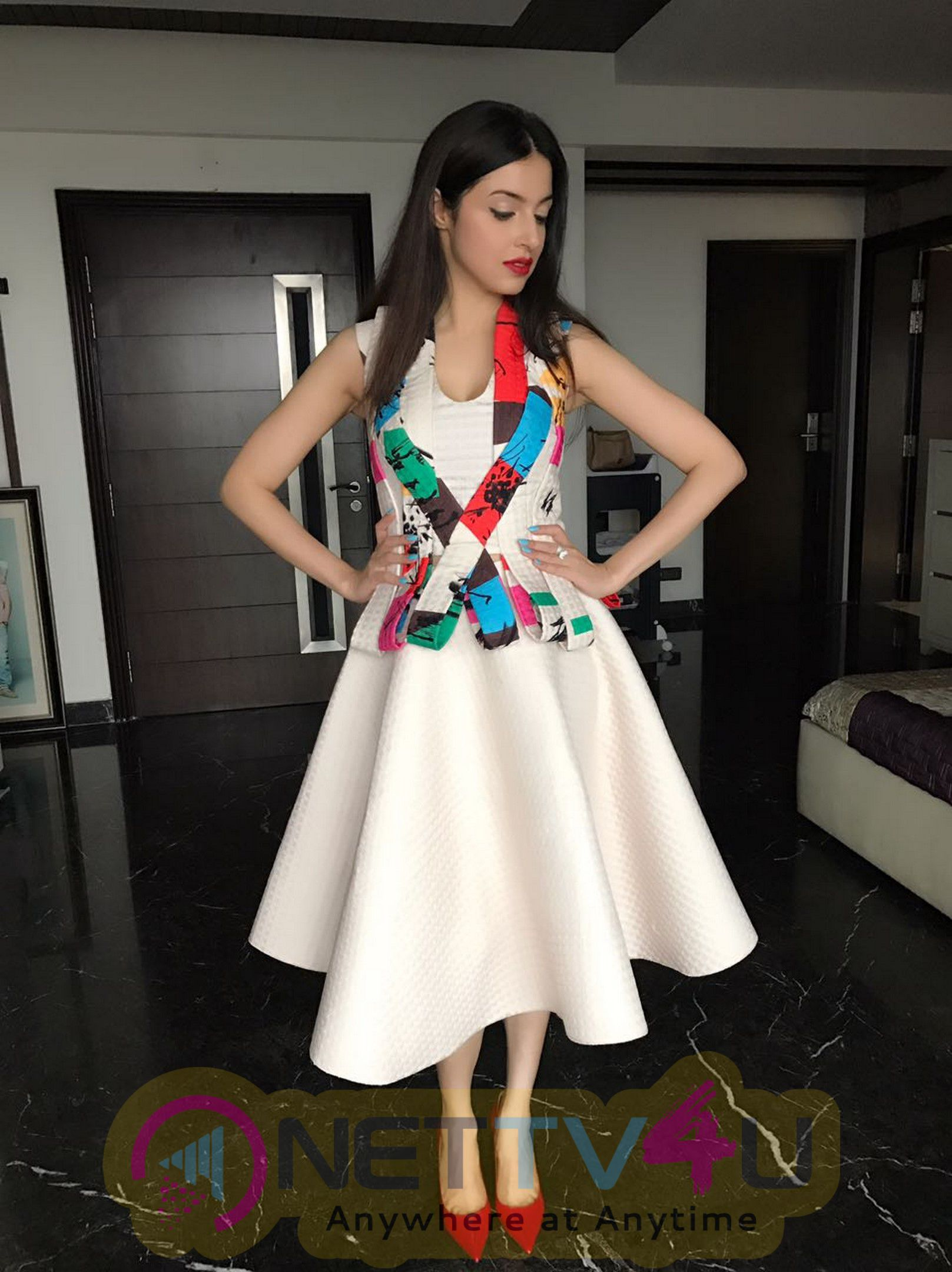 Divya Khosla Kumar Launches Shine Young 2016 In A Tanieya Khanuja Outfit & Nails It Stills