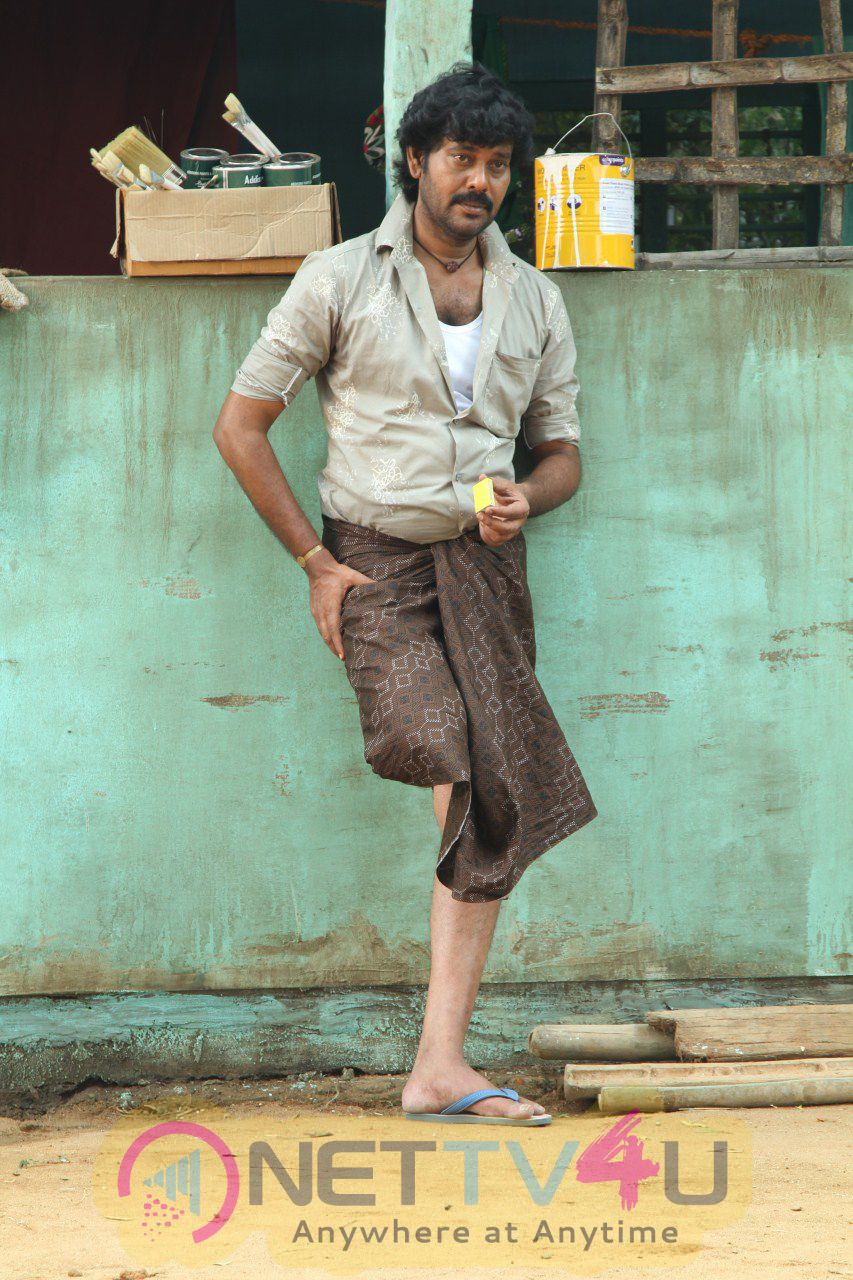Enkitta Mothathe Tamil Movie High Quality Photos