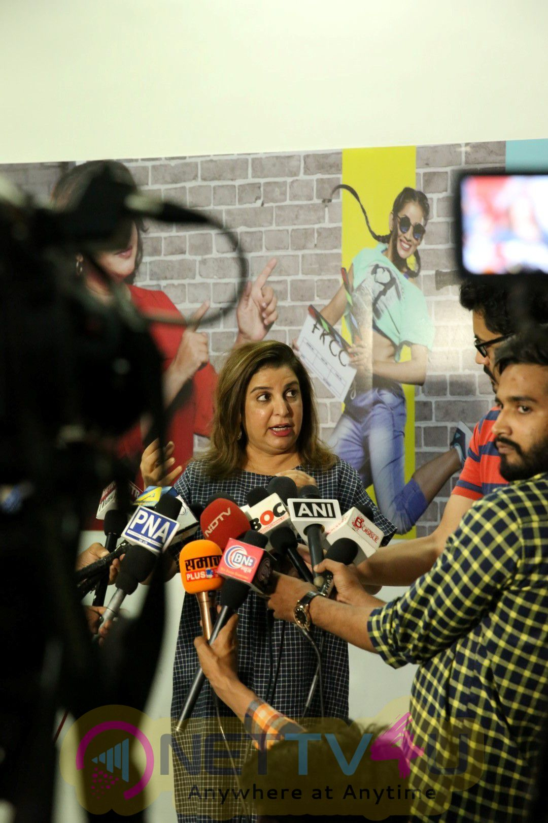Farah Khan & Her Team Of Choreographers Interact With Students Classy Images