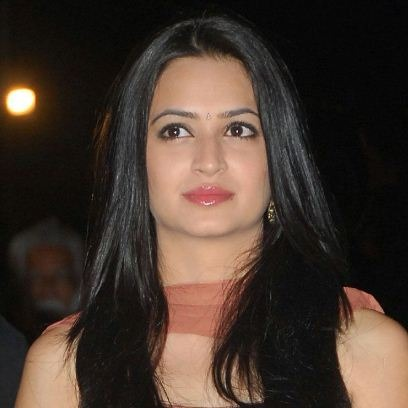 Frightened Kriti Kharbanda Kept The Lights On!