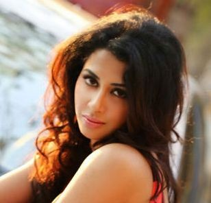"""Gayathri Iyer Grabs A Role In """"Smile Please!"""""""