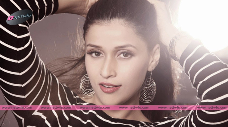 Gorgeous Hindi Actress Mannara Latest Pics