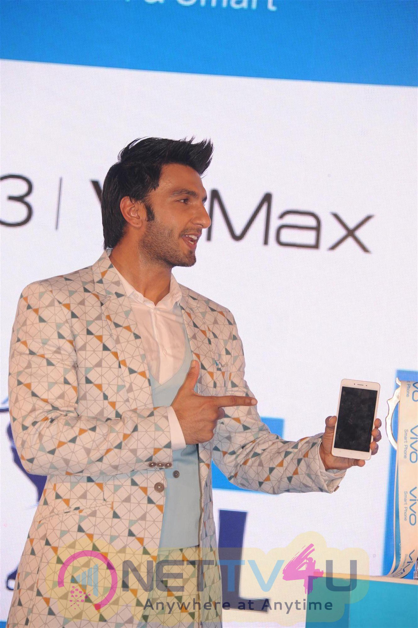 HD Photos Of Ranveer Singh To Launched Vivo Unveils V3 And V3 Max Smartphones