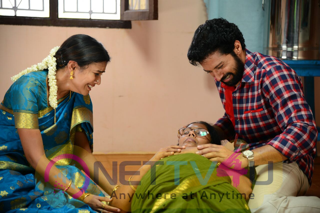 Heart Melting Scenes During The Shoot Of Naan Avalai Santhitha Pothu Movie Stills