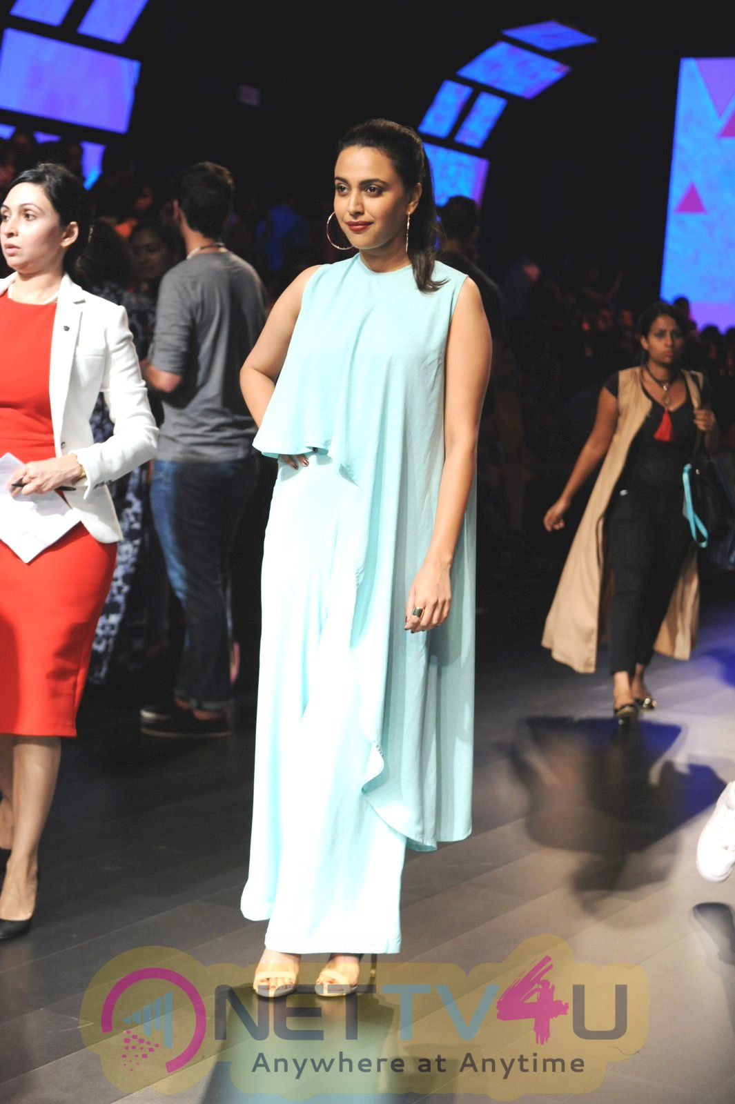 Hot Bolly Celebs Snapped On Day 3 Of LFW Summer Resort 2016 Exclusive Photos