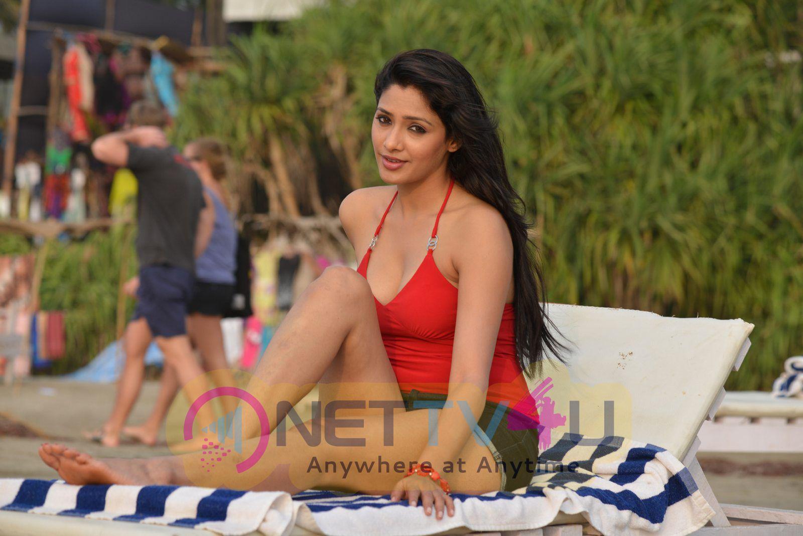 Hot Photos Of Actress Kesha Khambhati From Best Actors Movie