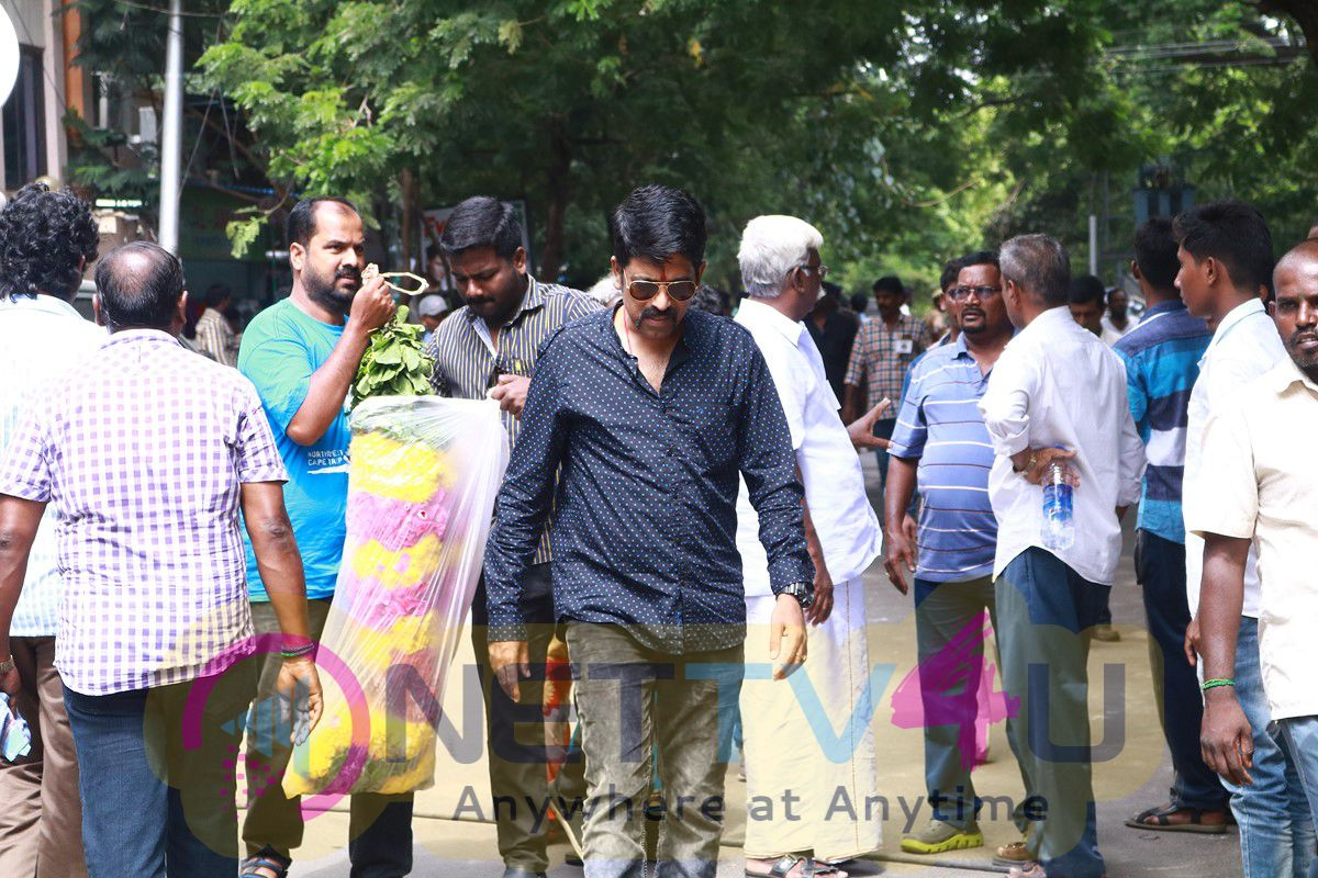 Industry Last Respects To Lyricist Na Muthukumar Photos