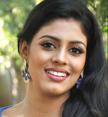 Iniya Is Ready To Go Glam!