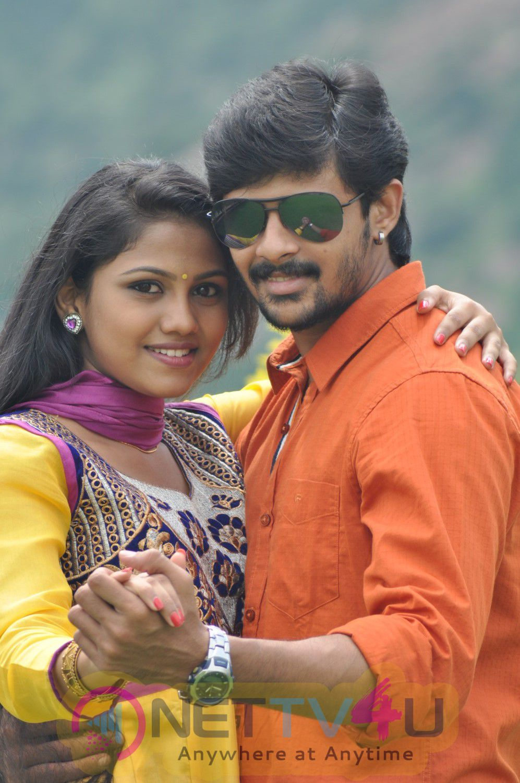 Inaya Thalaimurai With College Love Story Stills