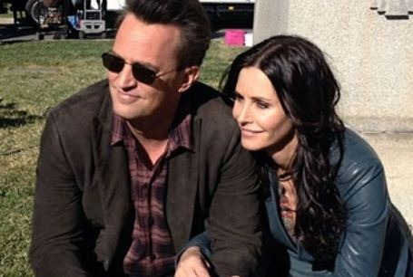 Is Mathew Perry Dating His Co-star Courteney Co..