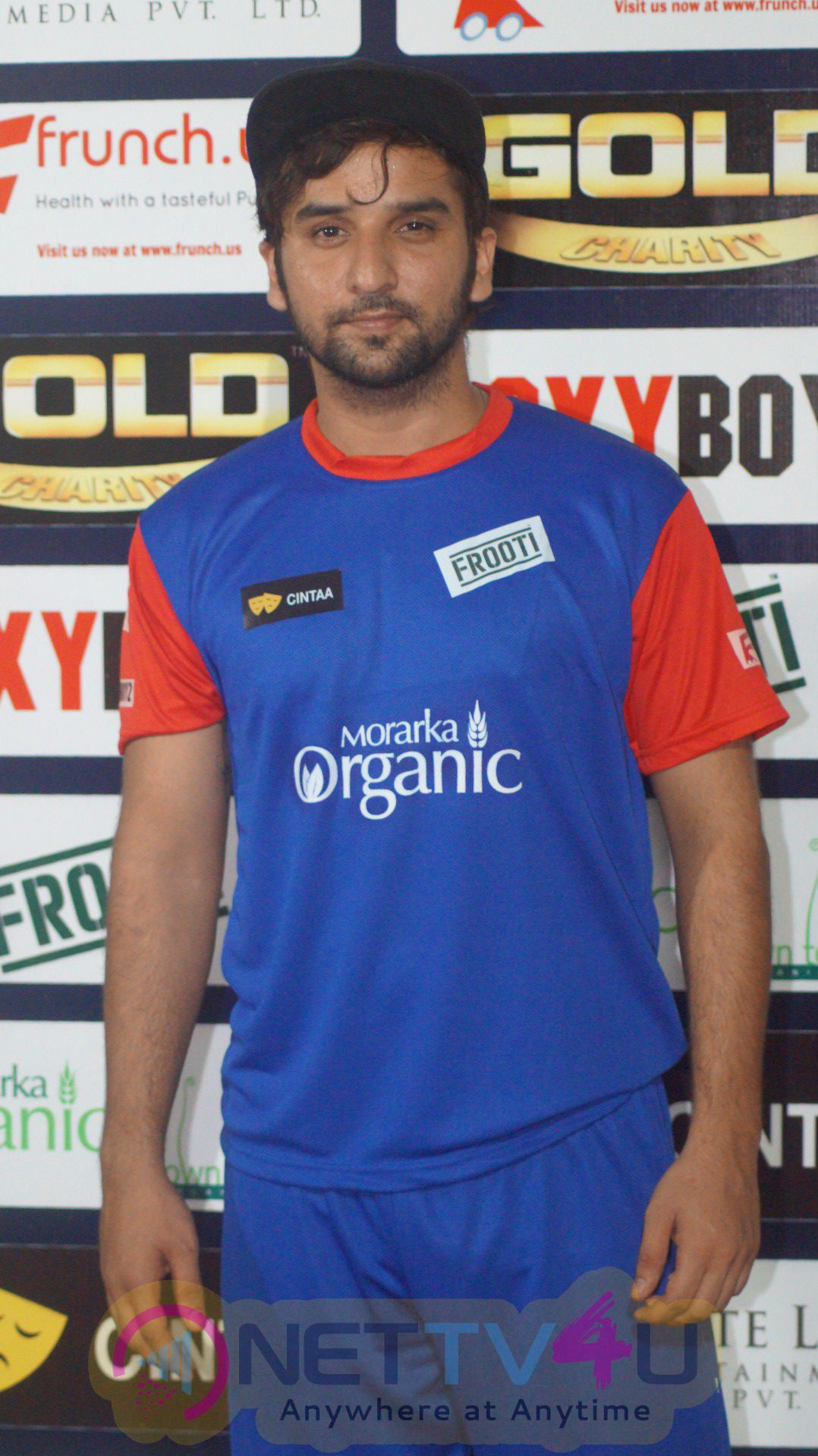 Jay Bhanushali & Karan Wahi & Other TV Celebs Join Gold Cricket Charity Match Photos Hindi Gallery