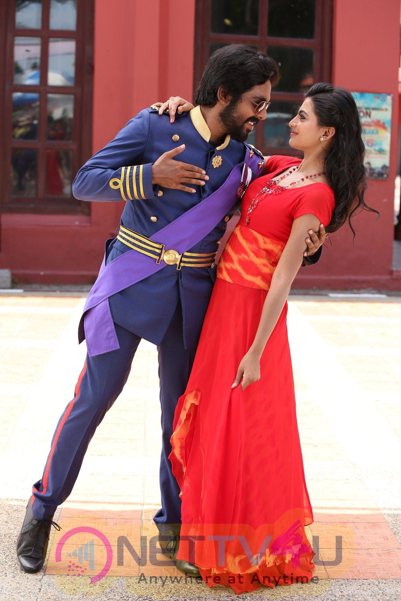 Kadavul Irukaan Kumaru Movie Stills & Working Photos
