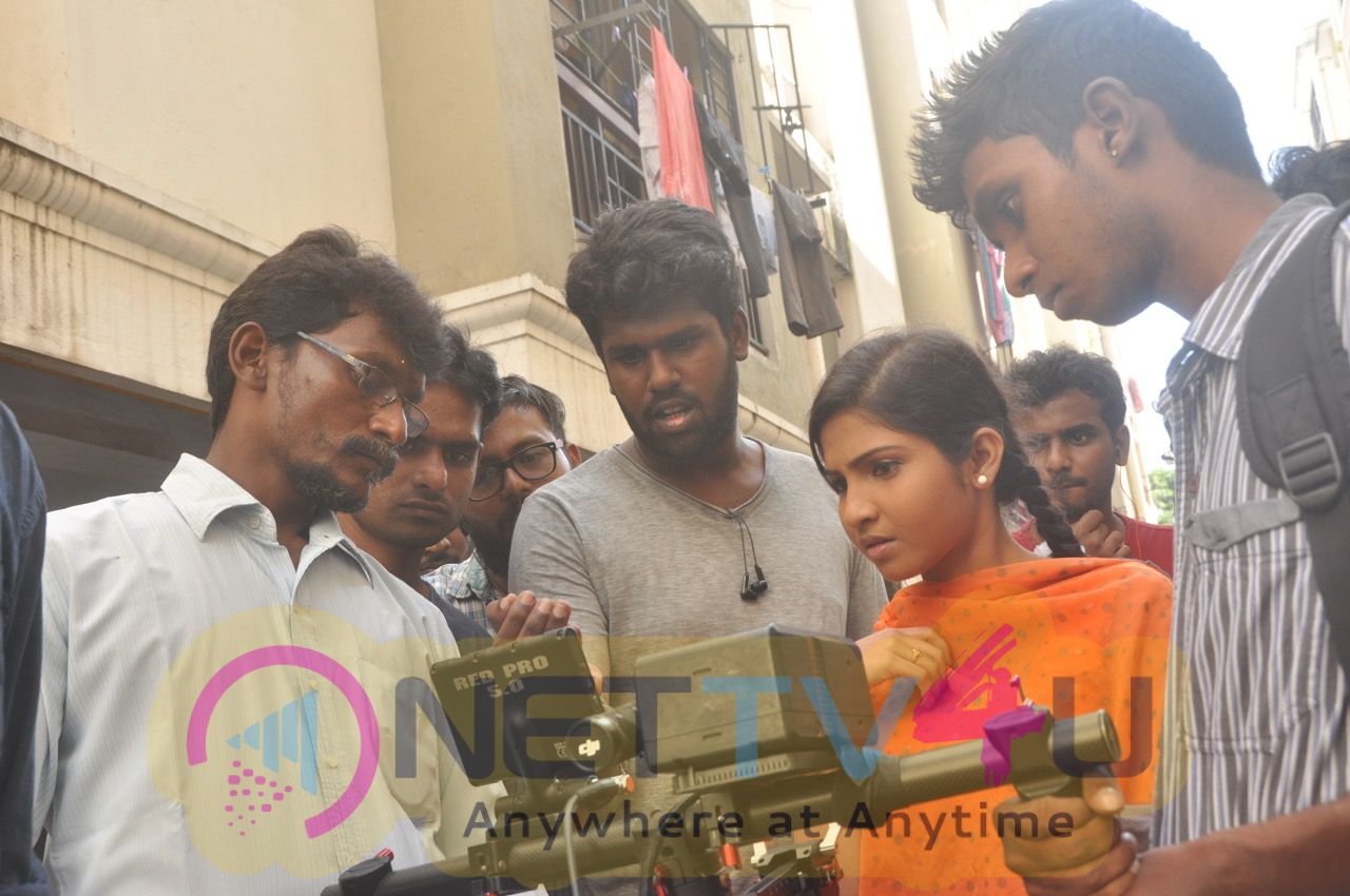Kadhal Kasakuthaiya Movie Team Working Images