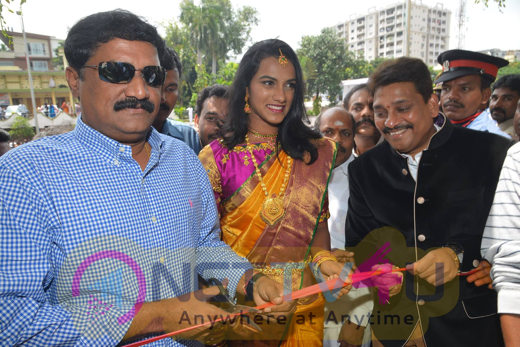 Kalamandir Prestigious 25th Store At Vizag Opening By PV Sindhu & Ganta Srinivas Rao Photos Telugu Gallery
