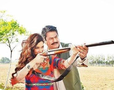 Kanwaljit Teaches Diana To Hold The Rifle!