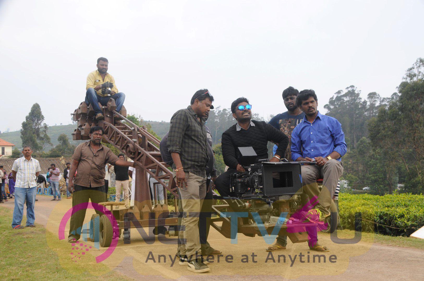 Kavalai Vendam Tamil Movie Attractive Photos & Working Stills